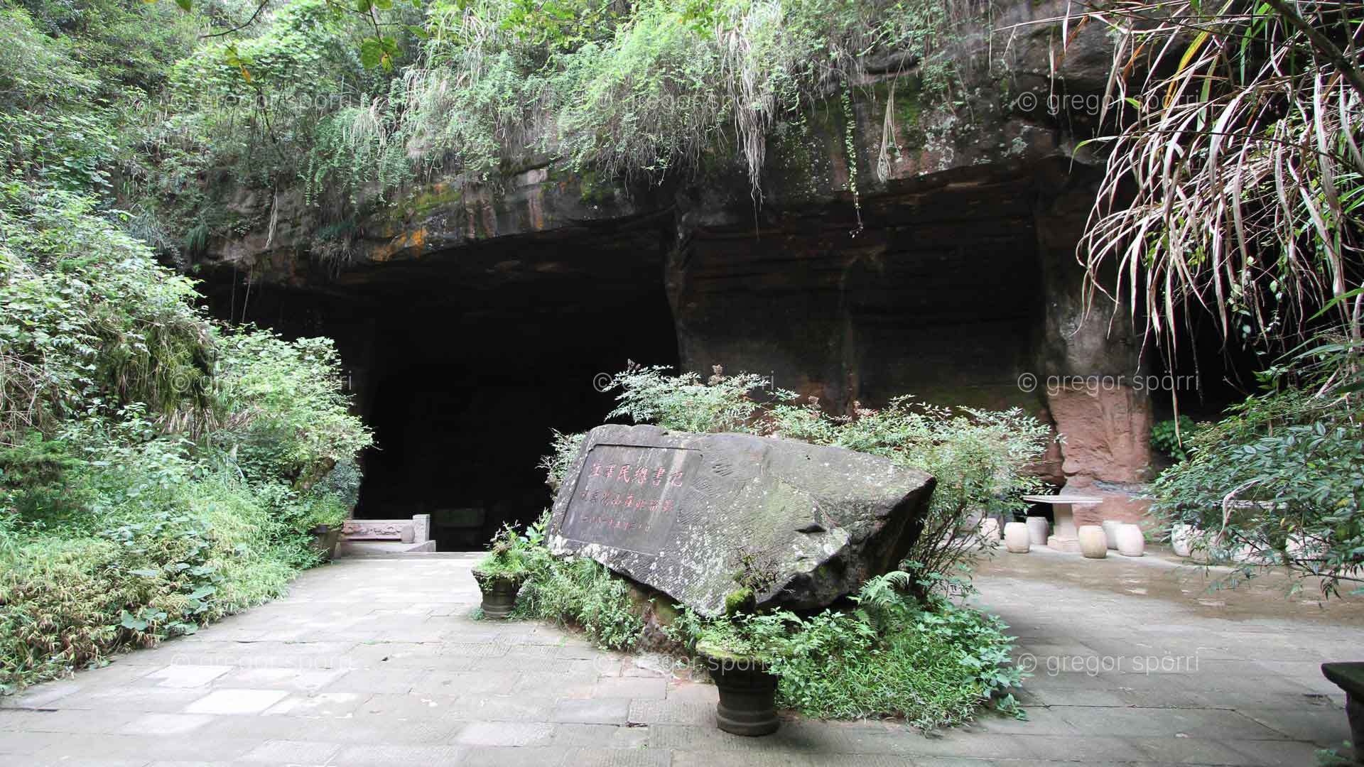 The China Grotto No 35 in Huang Shan (Blumenberg): The entrance today.