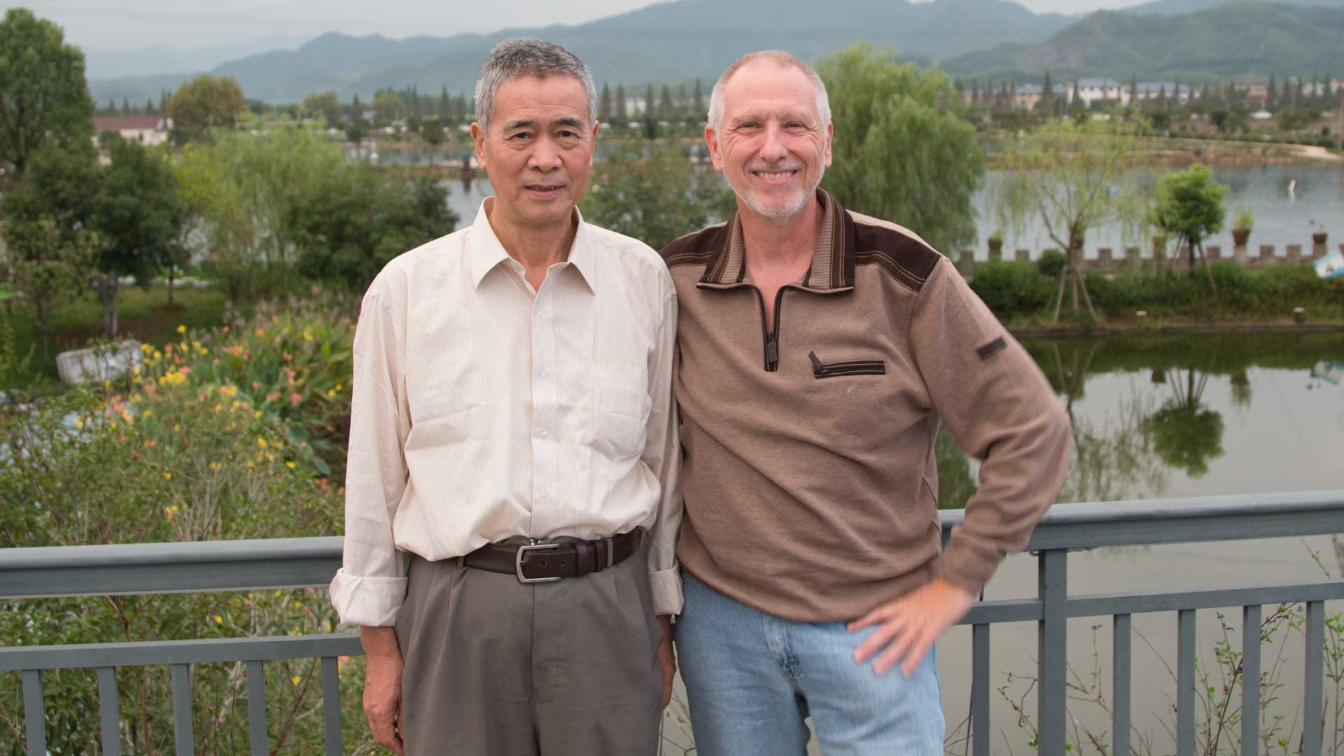 Gregor Spörri with professor Zhifa Yang, who arrived from Beijing.