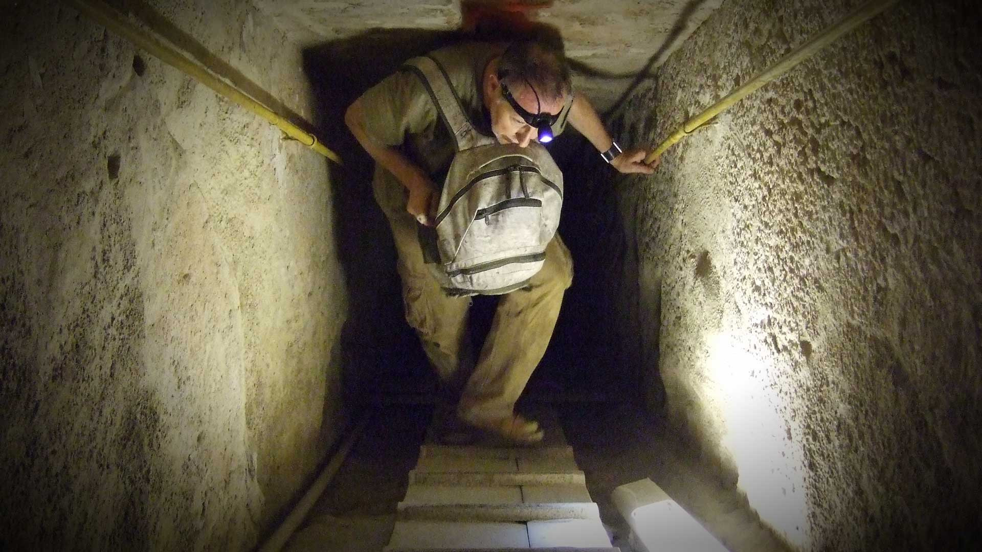 Gregor Spörri in the descending corridor to the rock chamber