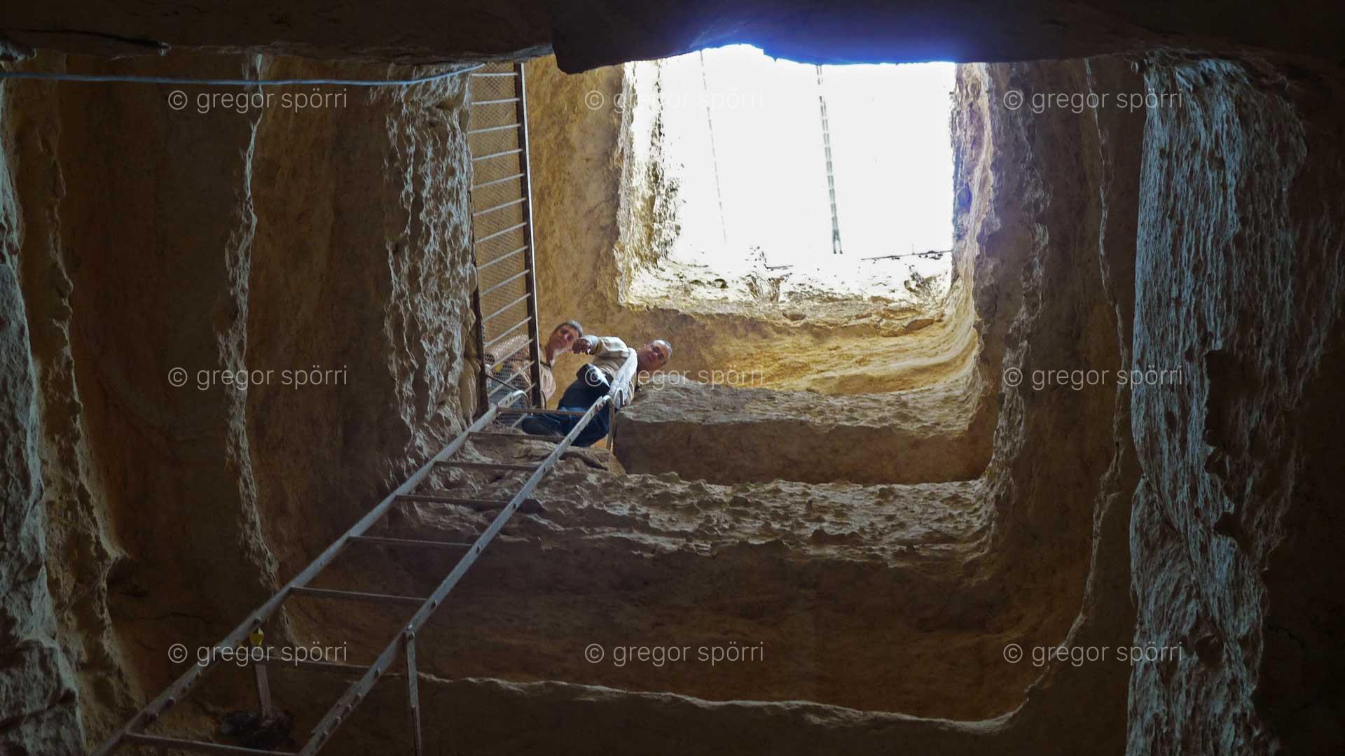 Osiris-Grab (Schacht) in Gizeh: Abstieg zur Ebene / Kammer eins in sechs Metern Tiefe.