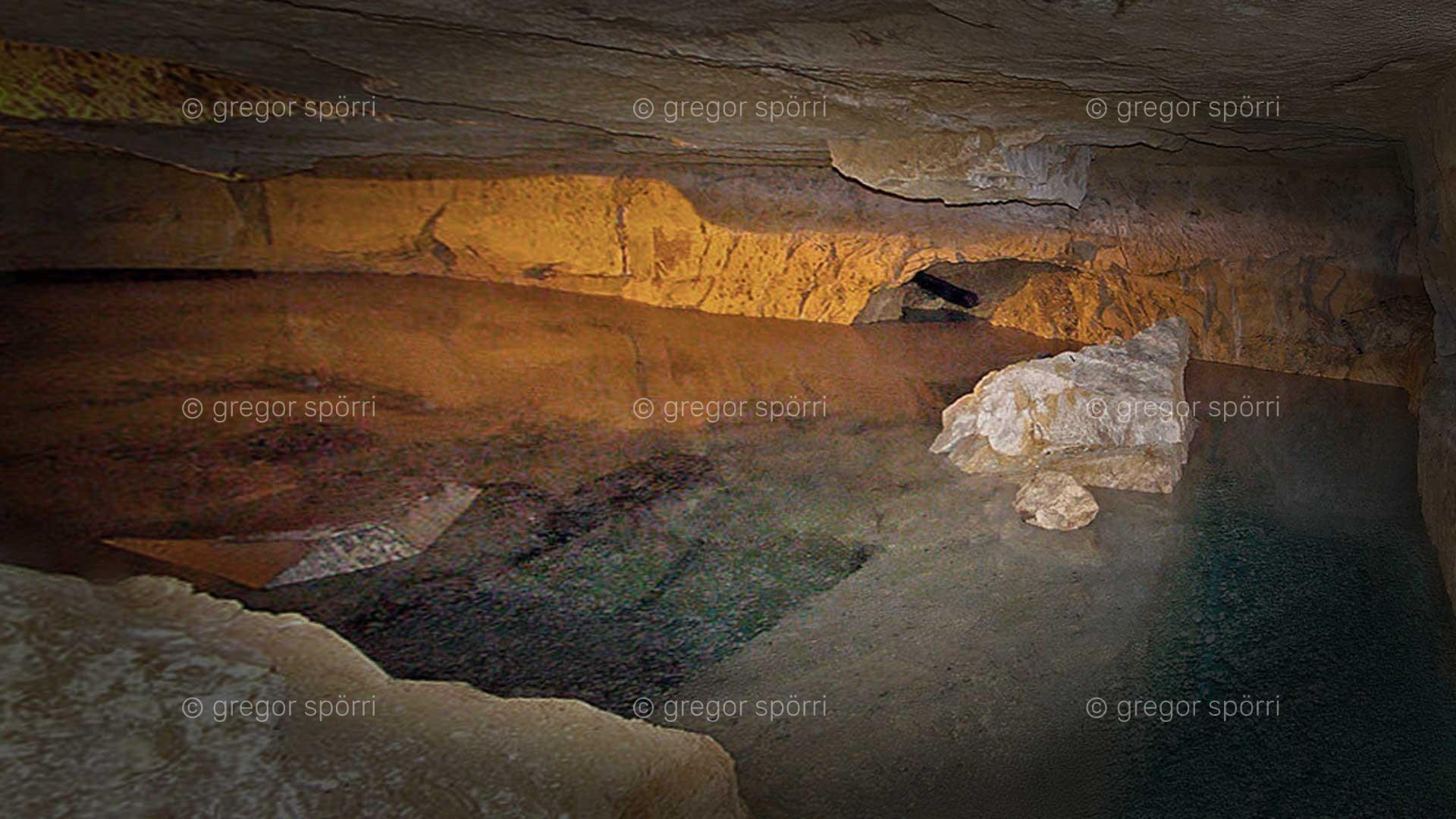 Osiris tomb (shaft) in Giza: Underground lake on level (chamber) three.