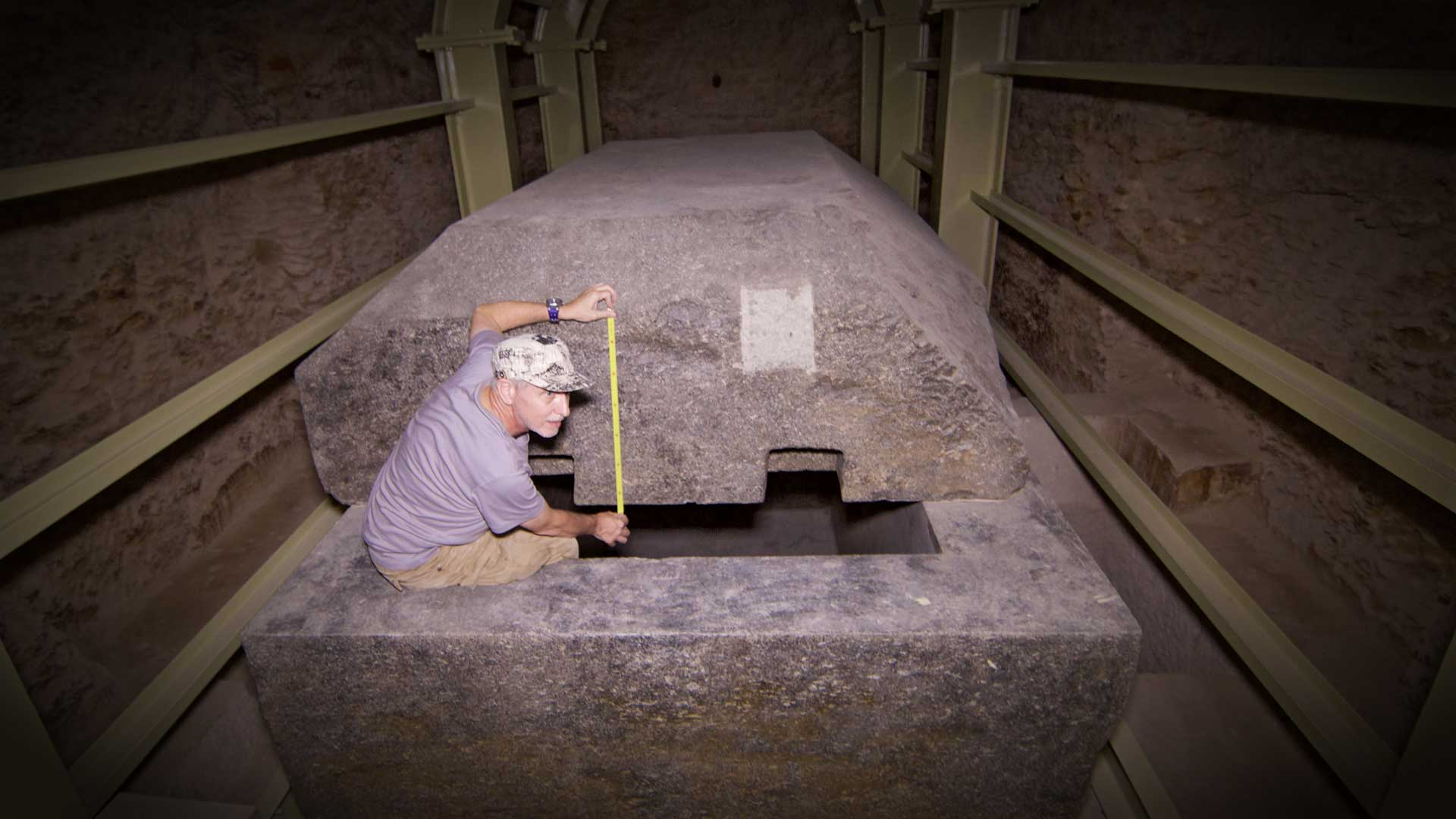 GS when measuring a granite sarcophagus. The container weighs 65 tons