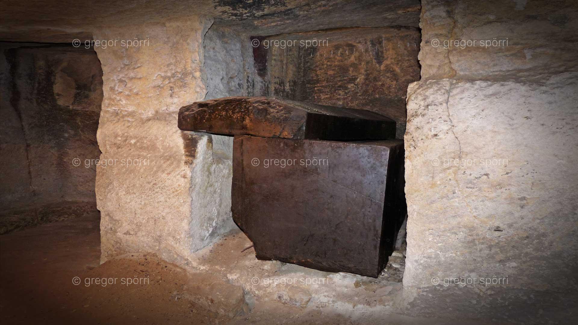Osiris-Grab (Schacht) in Gizeh: In diesem Sarkopphag fanden sich menschliche Überreste.