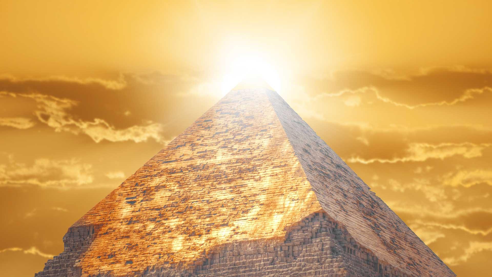 Die Pyramiden-Spitzen besaßen vergoldete Pramidions.
