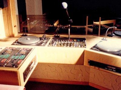 Z-Productions konstuiert DJ & LJ Pult für den Chez-Georges Club.