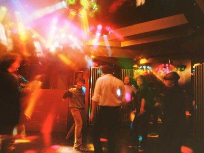 Z-Productions plant und installiert die Sound & Lightshowanlage im Plaza Club (1986).