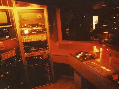 Z-Productions plant und baut DJ & LJ Pult sowie Rack für den Plaza Club (1986).
