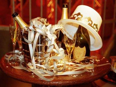 Z-Productions organisiert Silvesterpartys für 1000 bis 1500 Gäste (1989-2008).