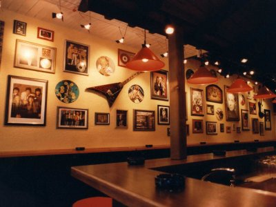 Z-Productions designt und baut Themen-Bar im Club 59 (1996).