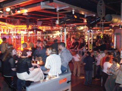 Z-Productions entwickelt das Betriebskonzept für den Disco-Club Mad Max (1997).